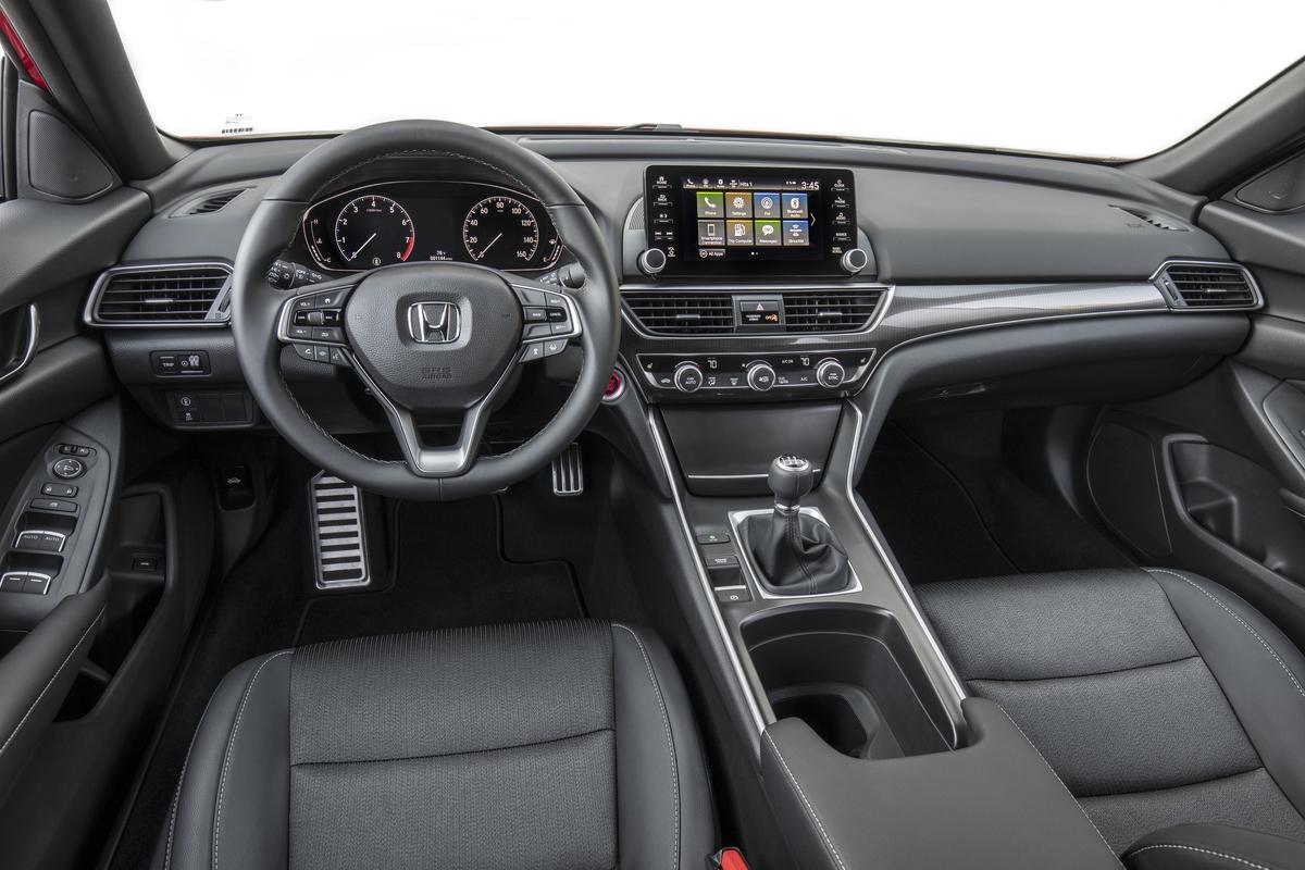 2018 Honda Accord Sport 2.0T, interior con transmisión manual